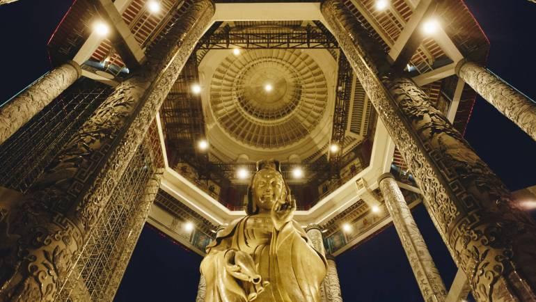 Héty Péter: A kegyelem buddhája – Kuan Jin