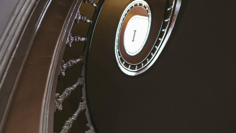 Bükkösy Beatrix: Restart, a vámpír – Csigalépcső